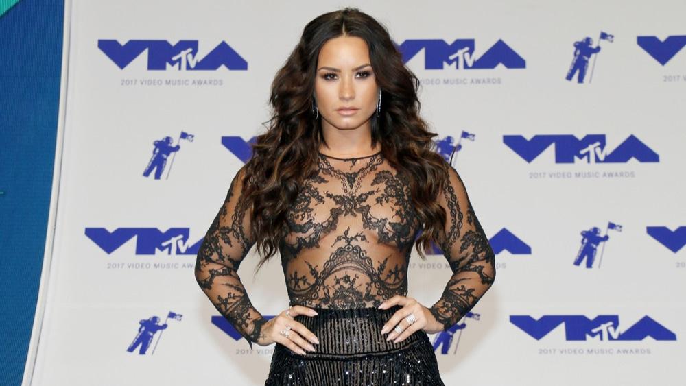 Demi-Lovatos-Relapse-NJRC-708350908